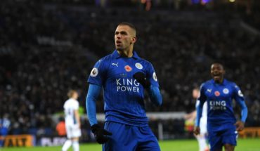 LEICESTER, ENGLAND - NOVEMBER 06:  Islam Slimani of Leicester City celebrates scoring his sides first goal during the Premier League match between Leicester City and West Bromwich Albion at The King Power Stadium on November 6, 2016 in Leicester, England.  (Photo by Michael Regan/Getty Images)
