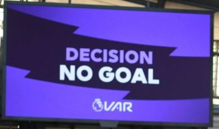 VAR decision referee