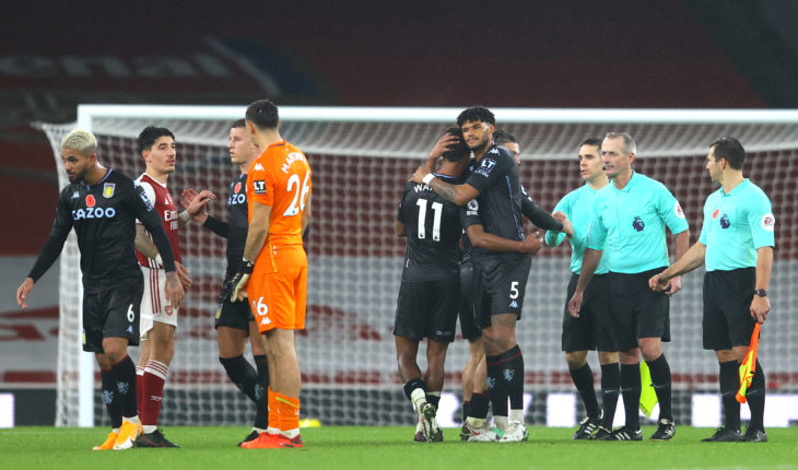 aston villa celebrate vs arsenal - premier league