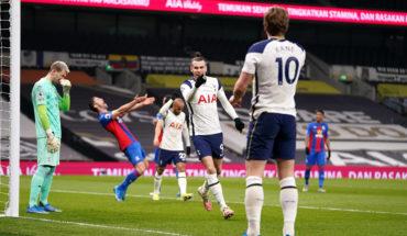 Tottenham Hotspur players celebrate scoring a goal