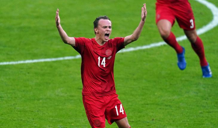 Mikkel Damsgaard leeds united transfer news
